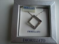 Elegante hanger met mooi collier
