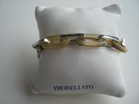 Edelstalen armband voorzien van gouden sluiting